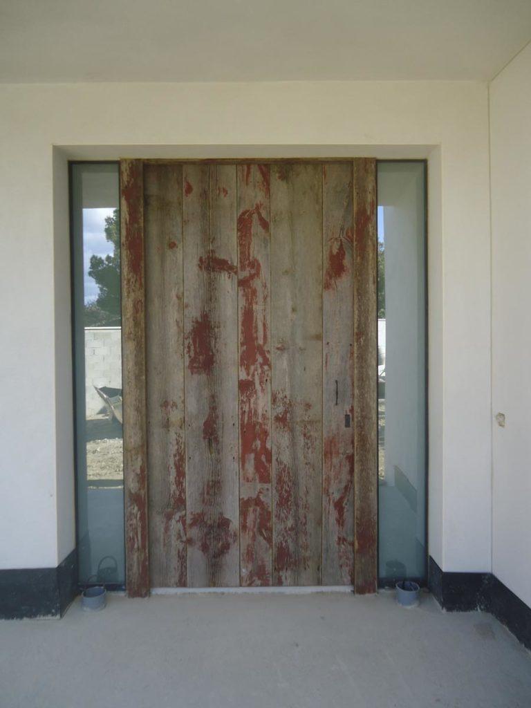 Porte extérieure bardage rouge Image