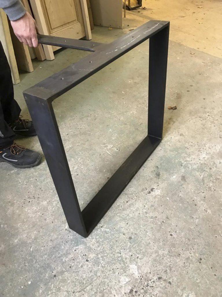 Pied de table en métal Image