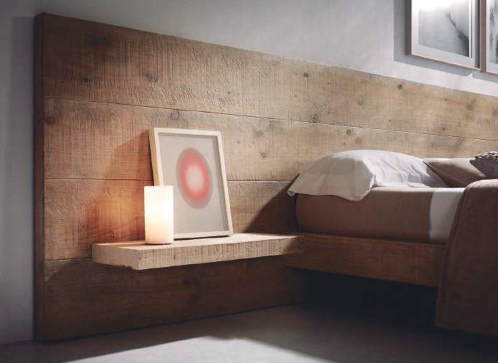 Tête de lit vieux pin Image
